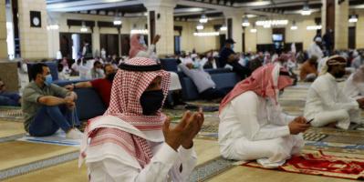 السعودية تغلق 12 مسجدًا بعد إصابة مصلين بكورونا