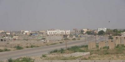 مليشيا الحوثي تقصف مناطق سكنية بحيس