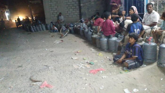 الأزمة تشتد.. 4000 ريال لأسطوانة الغاز في بيحان