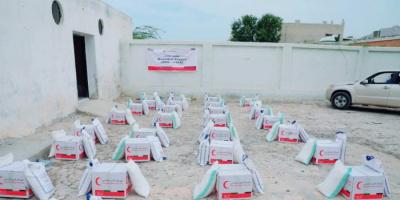 """""""هلال الإمارات"""" يوزع 20 طن أغذية في حضرموت"""