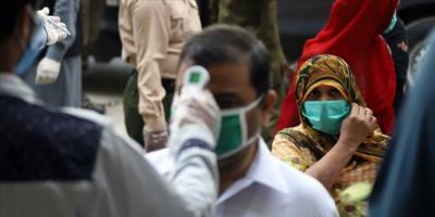الحكومة الباكستانية تحذر من زيادة تفشي فيروس كورونا في البلاد