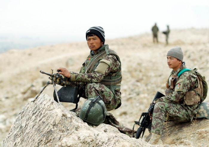 الدفاع الأفغانية تؤكد بدء سحب القوات الأجنبية من البلاد