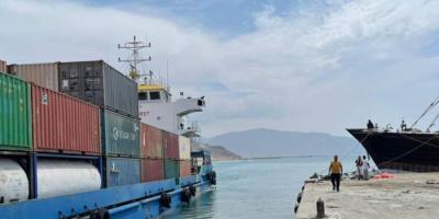 شحنة نفطية إماراتية تصل إلى ميناء سقطرى