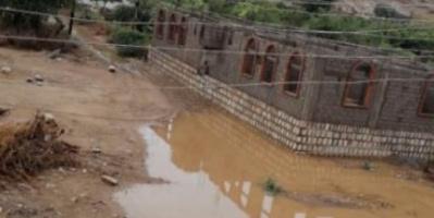 مياه آسنة تحاصر بئر مسجد حارة قدرالله بجعار