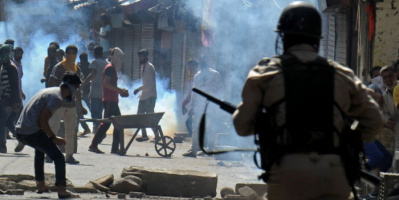 جماعة متمردة بميانمار تسقط طائرة هليكوبتر عسكرية