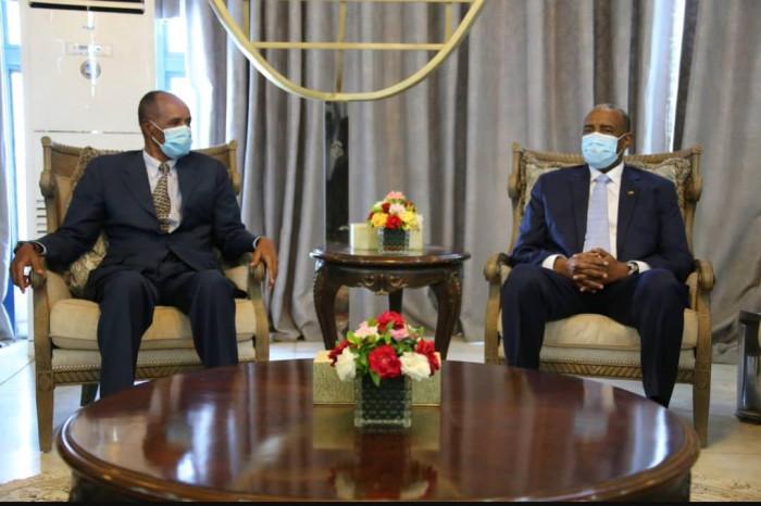 الرئيس الإريتري يبدأ زيارته الرسمية للسودان لبحث عدد من القضايا المشتركة