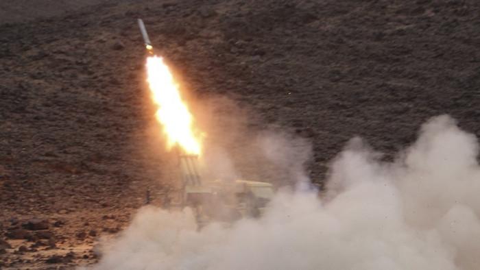 إطلاق صاروخ حوثي على مدينة مأرب