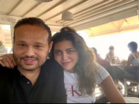 رسائل غزل متبادلة بين ريهام حجاج وزوجها