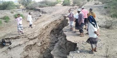 رصد أضرار السيول بمناطق ردفان