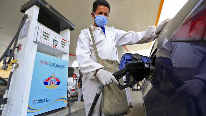 الوقود في مناطق الحوثي.. سكين المليشيات الذي يذبح السكان