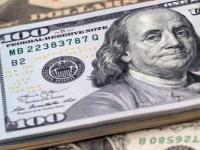 الدولار يواصل مكاسبه ويرتفع لأعلى مستوى في أسبوعين