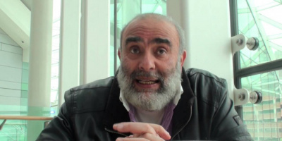 بعد 26 عامًا.. رجل الأعمال أشرف السعد يعود إلى مصر