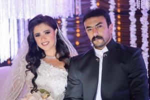 """ياسمين عبدالعزيز تنشر صورة زفافها على أحمد العوضي في """"اللي ملوش كبير"""""""