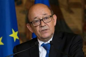 وزير الخارجية الفرنسي يصل بيروت ويلتقي بعون
