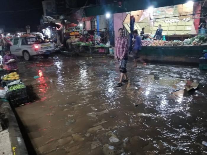 الحبيلين تغرق تحت الأمطار ومرافقها خارج الخدمة