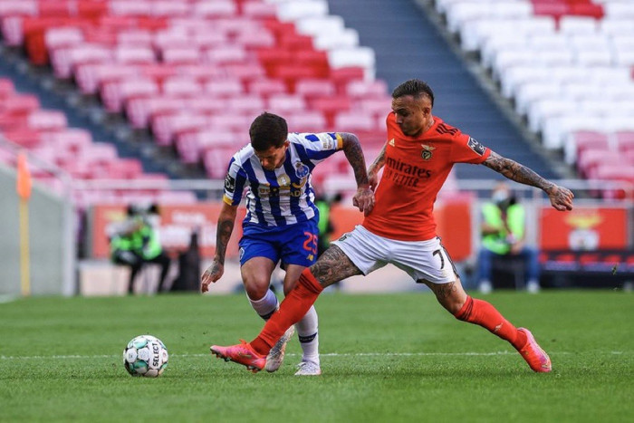 تعادل بورتو وبنفيكا يقرب سبورتنج لشبونة من لقب الدوري البرتغالي