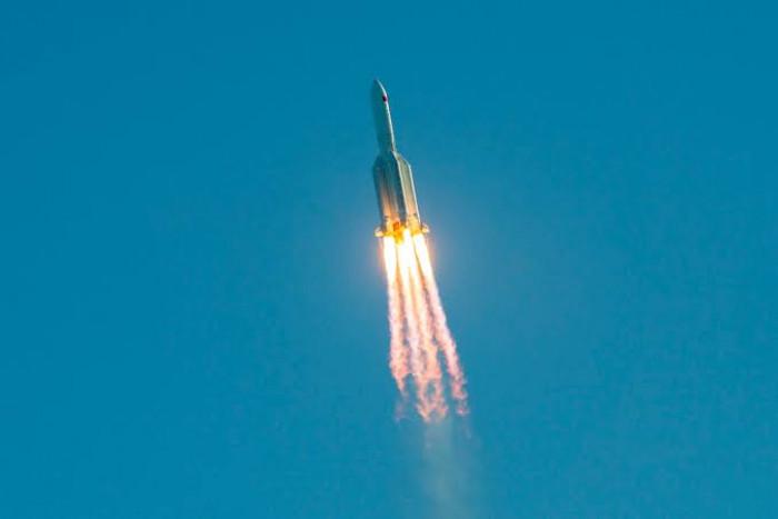 وكالة الفضاء الروسية تصدر توقعات بشأن الصاروخ الصيني التائه
