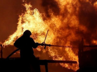 حريق هائل يندلع قرب محطة نووية غربي إيران