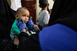 """""""الدولية للهجرة"""" تدعم مرافق صحية في عدن بالأدوية"""