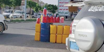 محطات الوقود تحت القبضة الحوثية.. كيف تجني المليشيات على الأوضاع الإنسانية؟
