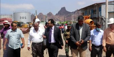 الكاف وهيثم يتفقدان سير العمل بمصافي عدن