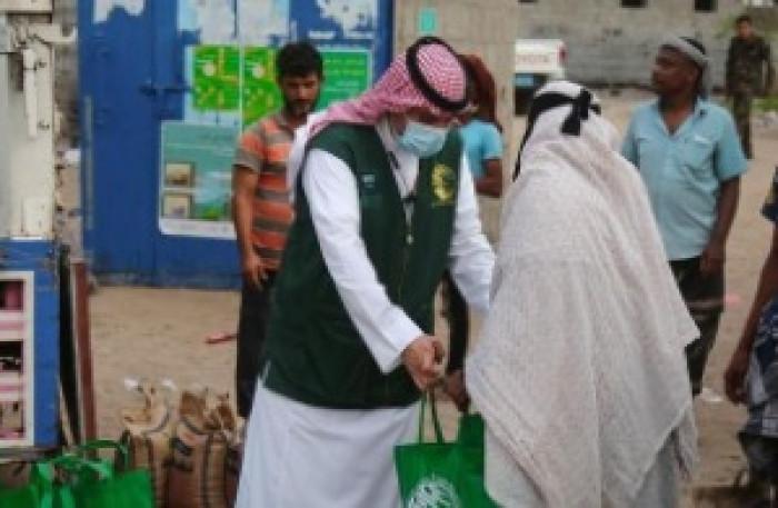 سلمان للإغاثة يطلق مشروع توزيع الزكاة في عدن