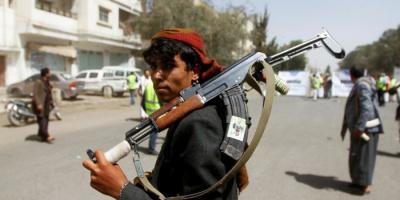 قارب الأسلحة المهرَّب.. إيران التي تشعل لهيب الحرب الحوثية