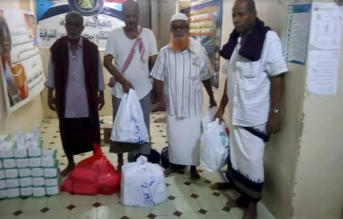 استعدادًا لصلاة العيد.. انتقالي الديس الشرقية يوفر مستلزمات وقائية بالمساجد