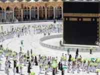 السعودية توزع ربع مليون مظلة شمسية على المعتمرين