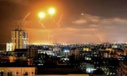 المقاومة الفلسطينية توسع دائرة النار.. وصافرات الإنذار تدوي بإسرائيل
