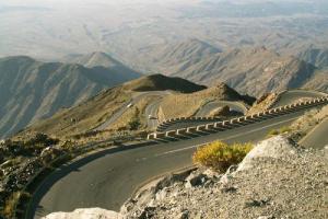المليشيات الحوثية تستهدف الطرق الحيوية في لودر