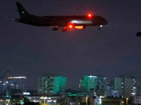 صواريخ غزة تجبر إسرائيل على تغيير حركة الطيران