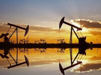 تزايد إصابات كورونا بالهند تهبط بأسعار النفط عن قمة شهرين