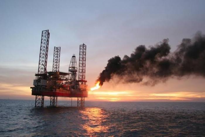 أسعار النفط تواصل نزيف خسائرها متأثرة بأزمة كورونا المدمرة في الهند