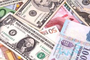 العملة الأمريكية تتراجع عقب مساعدة الاتحادي لخفض توتر التضخم 