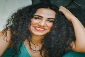 فنانة مصرية شابة تكشف عن تعرضها للتحرش