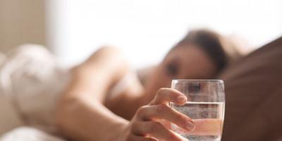فوائد شرب كوب من الماء قبل النوم