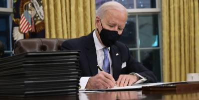 بايدن يُلغي مجموعة من الأوامر التنفيذية التي وقعها ترامب