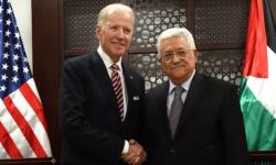 بايدن يُجري اتصالًا هاتفيًا بالرئيس الفلسطيني