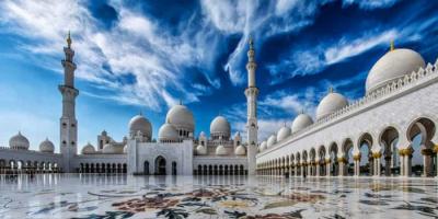 """""""أبوظبي"""" تعلن استئناف الأنشطة السياحية أمام الزوار الدوليين في يوليو"""