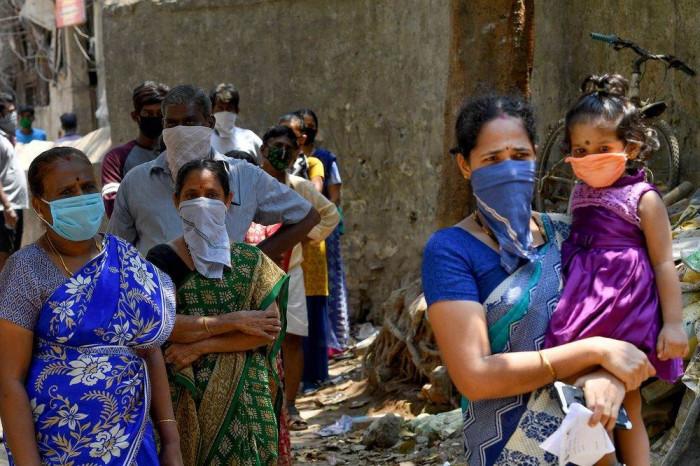 الهند تُجلي الآلاف من سكان الساحل الغربي بسبب إعصار قوي