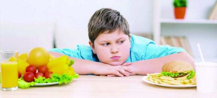 دراسة تحذر.. السمنة لدى المراهقين تتسبب في جلطات دماغية