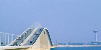 بدء توافد السعوديين إلى جسر الملك فهد البحري المؤدي للبحرين