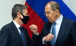 تفاصيل أول مباحثات بين وزير الخارجية الأمريكي ونظيره الروسي