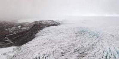 دراسة تحذر: علامات ذوبان مقلقة في الطبقة الجليدية بغرينلاند