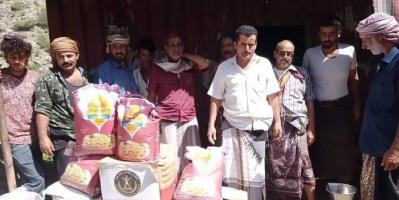 بمبادرة من الزُبيدي.. 168 سلة غذاء لأسر شهداء يهر يافع