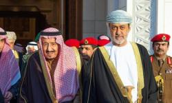 الملك سلمان يجري اتصالًا هاتفيًا بسلطان عمان