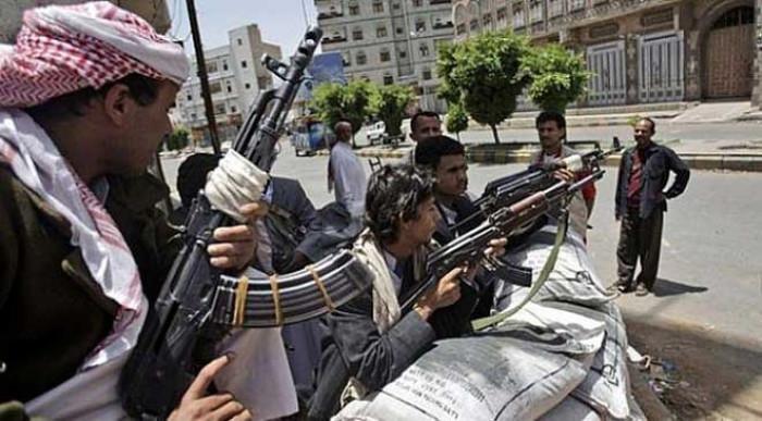 """""""عسكرة"""" المؤسسات والمصالح.. تحركات حوثية شيطانية تزيد الأعباء الإنسانية"""