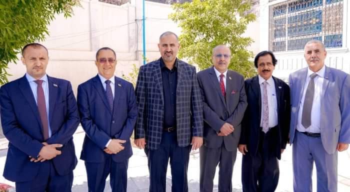 مشاورات جديدة في الرياض.. الانتقالي يمسك بأوراق الحل السياسي