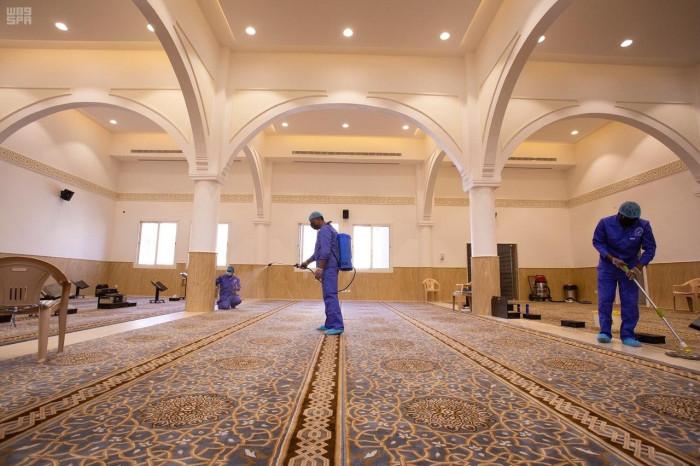 السعودية تُعيد افتتاح 10 مساجد بعد تعقيمها